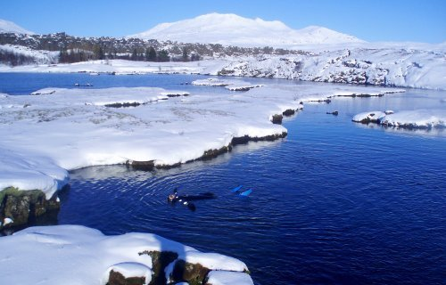 Silfra fissure snorkeling tour with snow